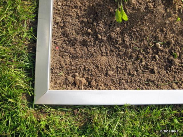 Rasenkanten Und Beeteinfassung Aus Metall Rostfrei Beeteinfassung Bauen Beetumrandung Holz Metall Stein